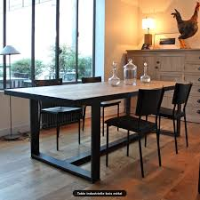table industrielle. table industrielle