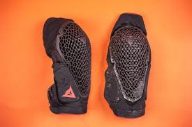 Dainese Trail Skins Knee Guard Size Chart Dainese Trail Skins 2 Knee Pads Review Mbr