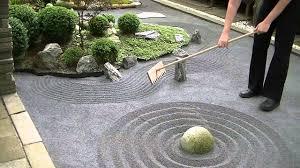 japanese zen garden raking 禅の庭