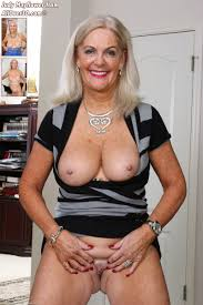 AllOver30 Featuring Exclusive Pictures of Hot MILF and Sexy.