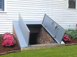 Exterior Basement Door : Paint an Outside Basement Door ...