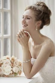 花嫁ヘアスタイルティアラを使ったヘアスタイルデザイン集 ページ 2