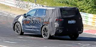 2018 hyundai santa fe. interesting 2018 in terms of powertrains the santa fe is expected to get revised versions  current engine lineup which currently includes a 24litre  to 2018 hyundai santa fe