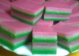Tahapan ke empat dari cara membuat tepung terigu adalah proses penggilingan atau bisa disebut dengan milling. Resep Kue Lapis Terigu Sederhana Yang Gurih
