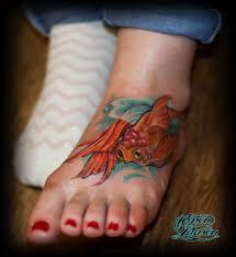 тату золотая рыбка на ноге значение фото эскизы тату салон