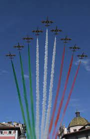 Lo spettacolo delle Frecce tricolori nel cielo di Trento - Foto e video -  Cronaca