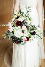 seasonal bouquets for a fall wedding brides