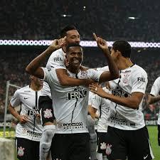 Corinthians vence o Flu de virada e é campeão brasileiro