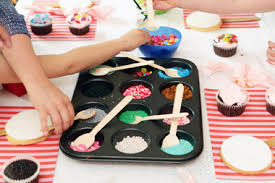 How To Host A Cake Decorating Party