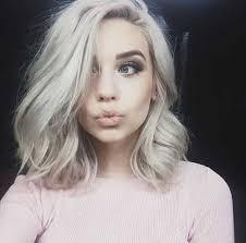 short hairstyle for wavy platinum blonde hair 2017