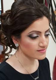 get a professionalmakeup in toronto to design a look for you and your lifestyle