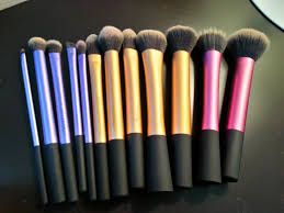 so today i want to write a review which is my new es real techniques brushes by samantha chapman i have been eyeing this since long