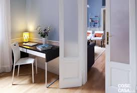 Una casa di 50 mq con tante soluzioni da copiare: porte in legno