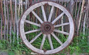 самых важных значительных и великих изобретений человека  На первый взгляд не скажешь что колесо очень важное изобретение однако благодаря именно этому приспособлению были созданы многие другие изобретения вроде