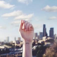 50 Minimalistických Tetování Které Dokáží I Odpůrcům Změnit Názor