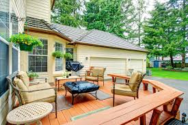 5 Essential Curb Appeal Tips to Stage Your Deck