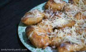 Aduk tepung pisang goreng dengan air sampai adonan mengental. Cara Membuat Pisang Goreng Keju Yang Praktis Dan Lezat Blognya Andy Hardiyanti