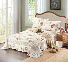 Bedroom: Fascinating Matelasse Bedspread For Bed Covering Idea ... & Matelasse Bedspread   Matelasse Quilts Sale   Chenille Bedding Adamdwight.com