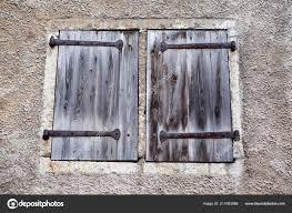 Alte Fensterläden Aus Holz Im Haus Stockfoto Fotorugmailcom