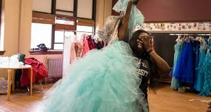 photo essay a prom dress giveaway in wood village press