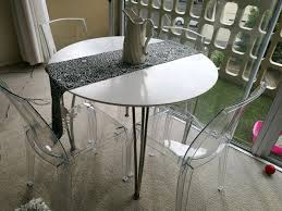 4 seater white round dining table