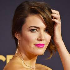 mandy moore s hair makeup and nails at the 2017 emmys popsugar pictures