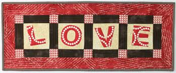 How to Quilt a Table Runner You'll Absolutely L-O-V-E & LOVE Table Runner Adamdwight.com