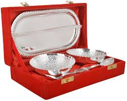the tray replicating the wedding invitation or with dels of the special day this is the most liked silver gift idea by jewellerycraze readers