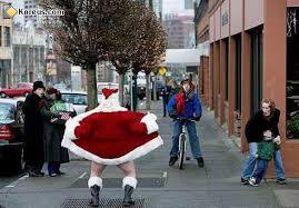 Photos droles ou cocasse du Père Noel - spécial fin d'année 2014 .... - Page 3 Images?q=tbn:ANd9GcQ_lcNoxwSAMPEGsPIdE3PL0iq36Nj2aS0WnoKx9ainBYOy86mY9Q
