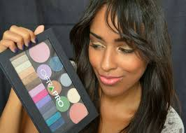 mina slater with ofra cosmetics magnetic pro eyeshadow palette
