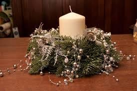 ... christmas-wreath-centerpece-silver-decorations