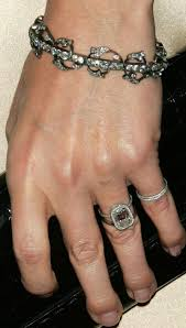 Gwyneth Paltrow Engagement Ring Designer Pin On Sparkle