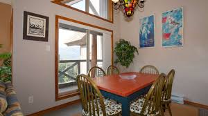 Dining Area Comfortably Seats 6 ...