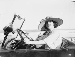 Kuvahaun tulos haulle women driving 1920