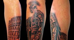 татуировки воинов и доспехов на плече на руке фото на голени
