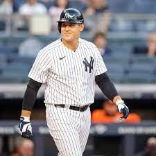 New York Yankees 1B Anthony Rizzo hits ...