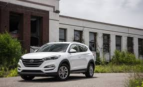 Three trim levels are offered: Hyundai Tucson Adds Apple Carplay Android Auto For 2017 News Car And Driver
