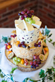 Cheeseweddingcakeukweddingsandholeoakbarnweddingbyneil
