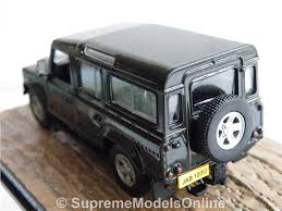 ... LAND ROVER DEFENDER MODEL CAR 1:43 SIZE JAMES BOND COLLECTION GREY  CASINO T3Z