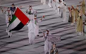 المطروشي يحمل علم الإمارات في حفل افتتاح «أولمبياد طوكيو» - صحيفة الاتحاد