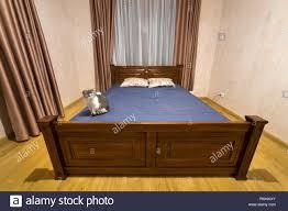 Neue Geräumige Schlafzimmer Innenausstattung In Weiß Und Braun Ton