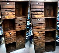 Palet sendiri memiliki arti bilah kayu yang tersusun searah dan melintang  Desain furniture kayu palet dapat dijadikan bermacammacam peralatan rumah  tangga