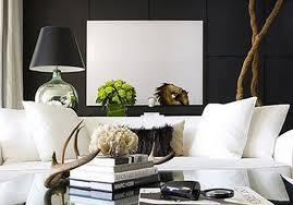 Schwarze Wand Als Hintergrund Für Weiße Mäblierung_wohnzimmer In  Schwarzweiß Einrichten Amazing Pictures