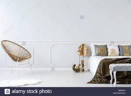 Leere Schlafzimmer Innenraum Mit Gold Sessel Dekorationen Und