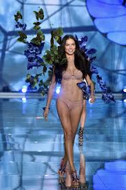 Adriana Lima Makes History at the Victoria\u0027s Secret Fashion Show ...