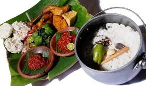 Jika ingin mengolah nasi menjadi lebih spesial, boleh mengolahnya menjadi nasi liwet komplit ala sunda. Cara Membuat Nasi Liwet Komplit Khas Sunda Asli