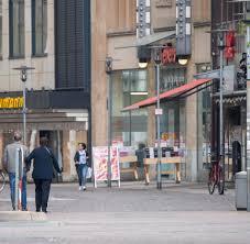Nun fordert innenminister seehofer zu prüfen, ob abschiebungen. Dresden Todliche Messerattacke Auf Touristen Verdacht Islamistischer Tat Welt