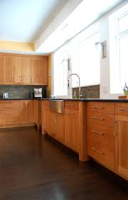 Kitchen Floors And Cabinets 1000 Ideas About Cherry Cabinets On Pinterest Cherry Kitchen