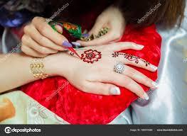 татуировки хной дизайн женщины применяя розы хна татуировки на