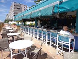 Restaurant patio bar Covered Patio Bar Grill Feast Magazine Sands Harbor Restaurants Sands Harbor Resort And Marina